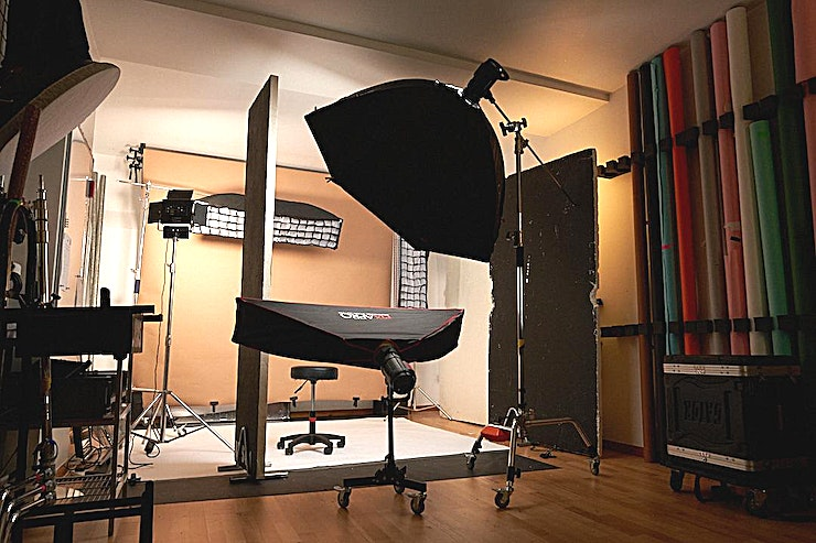 Professional Photography Studio One of the most versatile photography/videography studio spaces to hire in East London, just off Dalston Junction Overground station.  The Studio can be used for Headshots, Commercial, Beauty & Fashio