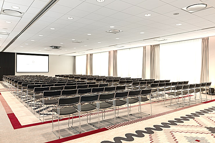 Diamond Diamond is a large meeting room with an surface area of 230m2 and a ceiling height of 3.00m. It overflows with natural daylight. Diamond offers great possibilities for meetings as well as dinners and events.  This meeting room is standard equipped with a projector, flip chart and presentation case. Our Team is at your disposal if you have additional needs when it comes to audiovisual equipment. They can provide you with anything you prefer as our possibilities are limitless. Furthermore, you can make use of our free Wi-Fi access.  Feel Safe at NH: NH Hotel Group launched Feel Safe at NH in collaboration with the SGS. As part of this, 10 protocols have been established for the safety of guests, participants and employees. With this, we guarantee that you can organize your meeting or event in all health and safety. Our F&B services are also adapted to the current situation.  The loaded meeting room capacity is the standard one. In case that any COVID restriction or regulation applies to your request, the selected hotel will apply the corresponding restrictions during the quotation process. Based on destination, size and date of the event.