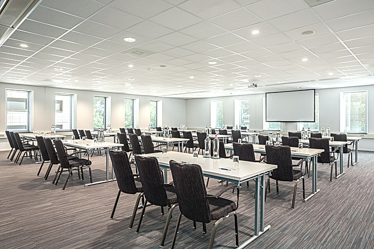 Amsterdam 1 The Amsterdam 1 is one of the four Amsterdam rooms and one of the 14 meeting rooms in total. These Amsterdam Meeting rooms can also be combined and the area will be 299 square meters.  The surface of