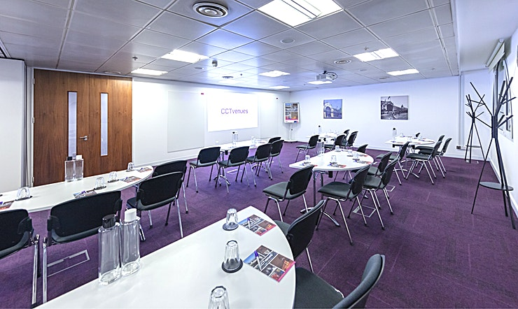Smithfield 2 Situated above the historic, Grade II listed Smithfield Market, less than 5 minutes' walk from Farringdon and Barbican stations. 