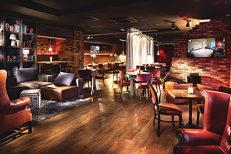 Penta Lounge **Pentalounge is a versatile space, perfect for a drinks reception, private dining and private parties.**  The pentalounge is the heart of the hotel: pool table latest game console, 24-hour bar, large