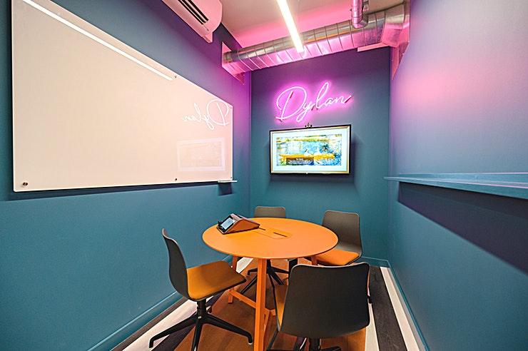 Dylan **The one for team check-ins.**   Huckletree Ancoats' Dylan meeting room is equipped with everything you need including HD camera display, table microphone, whiteboard and wireless connectivity.   Plus, tea and coffee are bottomless, too.