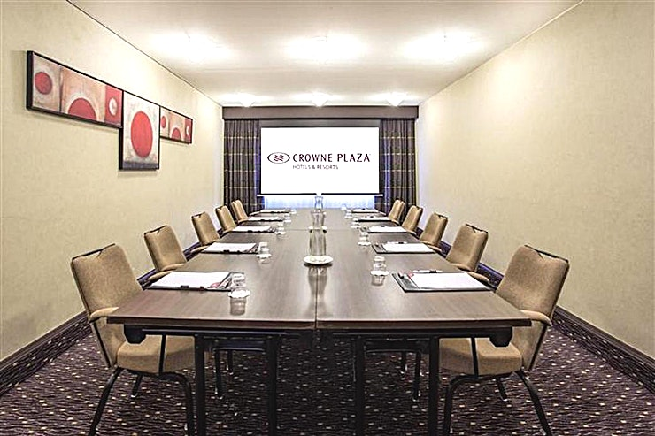 Gerbera **Looking to hire your next meeting room in Amsterdam?**  The Crowne Plaza Amsterdam - Schiphol offers 13 meeting rooms fully equipped for events up to 450 people. This hotel easily connected to the highway and the airport is the perfect location for national and international meetings.