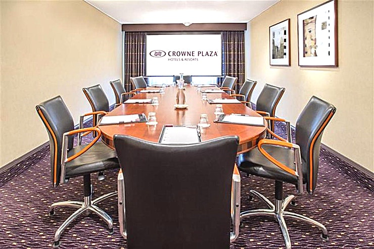 Dahlia **Looking to hire your next meeting room in Amsterdam?**  The Crowne Plaza Amsterdam - Schiphol offers 13 meeting rooms fully equipped for events up to 450 people. This hotel easily connected to the highway and the airport is the perfect location for national and international meetings.