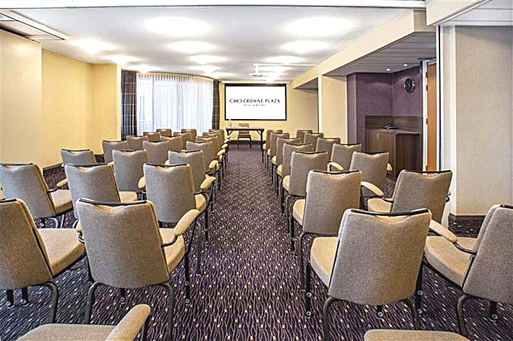 Lavender **Looking to hire your next meeting room in Amsterdam?**  The Crowne Plaza Amsterdam - Schiphol offers 13 meeting rooms fully equipped for events up to 450 people. This hotel easily connected to the highway and the airport is the perfect location for national and international meetings.