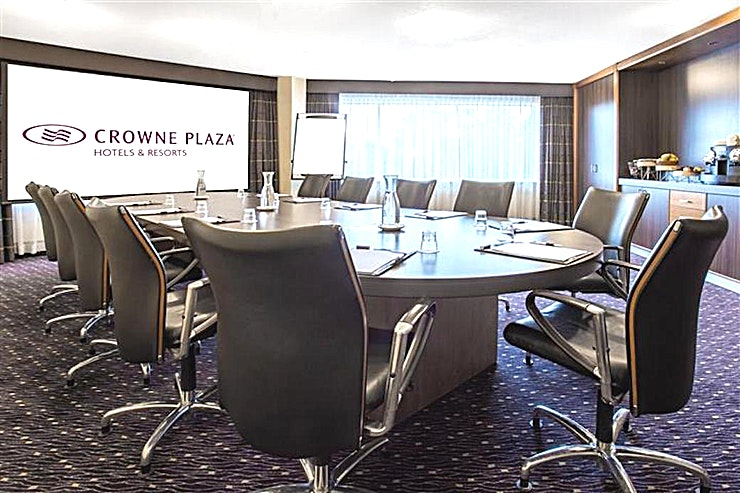 Executive Boardroom **Looking to hire your next meeting room in Amsterdam?**  The Crowne Plaza Amsterdam - Schiphol offers 13 meeting rooms fully equipped for events up to 450 people. This hotel easily connected to the highway and the airport is the perfect location for national and international meetings.