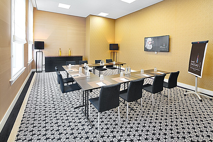 Bruheze Meeting with an important customer in a neutral and central location contributes to a successful meeting. These meeting rooms are the ideal place for an inspiring meeting. You can also combine your me