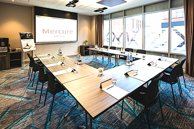 Foundry Flexible meeting room with ample natural daylight, plenty of sockets, integrated data projector, screen, bean to cup refreshment machine.