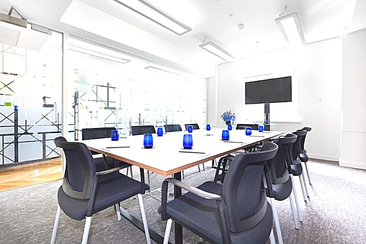 Hardwick **Hire the Harwick room at the Landmark offices for your next London meeting room hire.**  The Hardwick can accommodate up to 10 delegates in a boardroom style meeting. There is natural light in this clean, spacious room.
