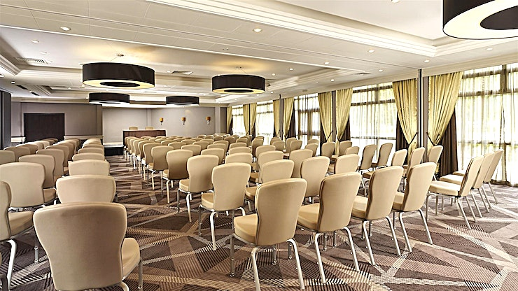 Ealing Suite **The DoubleTree Hilton - Ealing is a warm and inviting hotel that boasts an ideal location in the quiet suburb of Ealing, offering transportation links to both central London and Wembley Stadium.**  Our meeting rooms all feature natural daylight and we can host up to 300 Guests so host a meeting with us in one of our flexible meeting rooms or celebrate a special occasion in our attractive event Space. Let our professional banquet staff organize your dream wedding reception or important business event.
