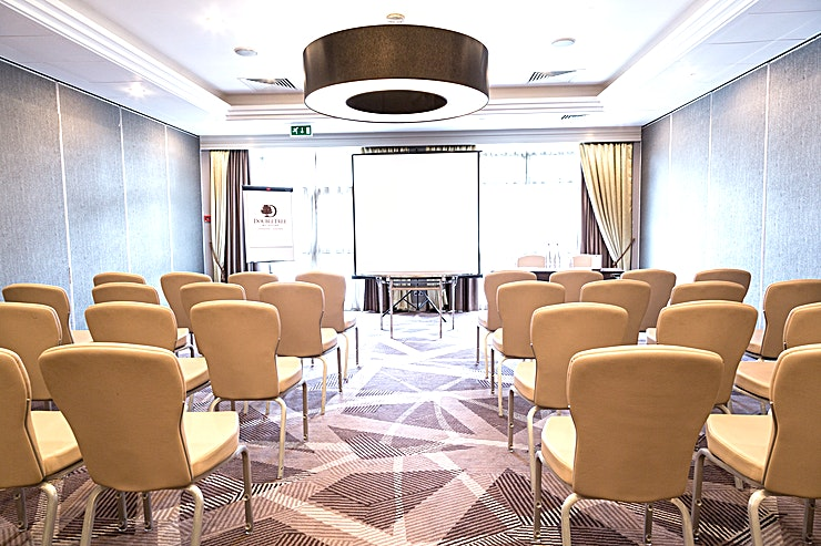 Chambers Suite **The DoubleTree Hilton - Ealing is a warm and inviting hotel that boasts an ideal location in the quiet suburb of Ealing, offering transportation links to both central London and Wembley Stadium.**  Our meeting rooms all feature natural daylight and we can host up to 300 Guests so host a meeting with us in one of our flexible meeting rooms or celebrate a special occasion in our attractive event Space. Let our professional banquet staff organize your dream wedding reception or important business event.