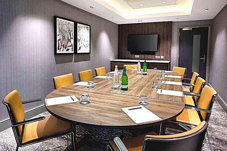 Braids Boardroom **Book the Hilton Edinburgh Carlton for your next meeting room.**  Housing 211 Guest rooms and seven flexible event venues, this hotel is ideal for a variety of functions. All of the Spaces boast natural daylight and A/V capabilities.  1 of 2 dedicated boardrooms suitable for smaller meetings for up to 10 delegates and boasting state of the art equipment in a modern setting. These rooms include: - Natural daylight - Complimentary high speed WiFi - Built in sound bar - 42' plasma screen tv with direct Laptop HDMI hook up - Our dedicated meetings team will ensure your event runs smoothly  - All our meeting and function rooms have the benefit on being on one floor