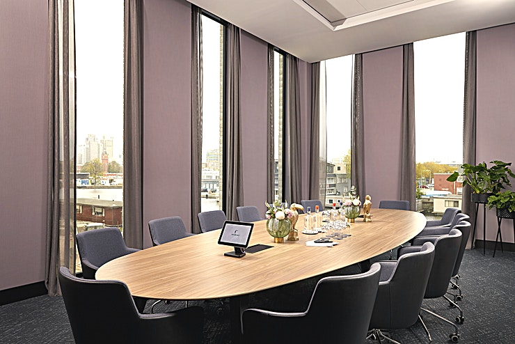 Beatrixpark (Boardroom) Van der Valk Hotel Amsterdam-Amstel offers 206 luxurious rooms and 12 meeting spaced with all modern conveniences. The hotel has a perfect location within the ring road of Amsterdam (junction Amstel A