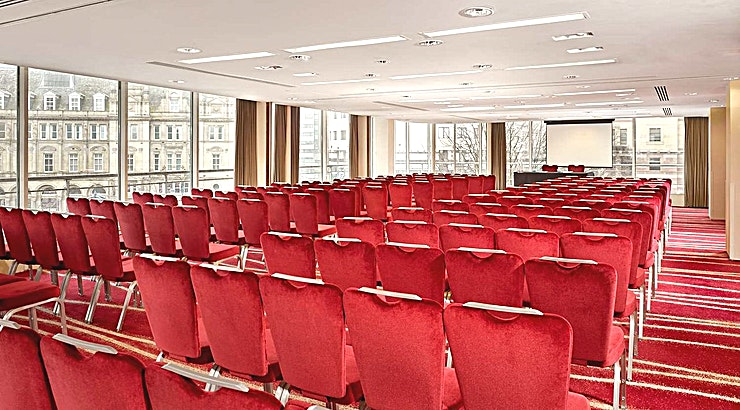 Plaza 4 **When you are looking for meeting and conference facilities in the heart of the city, consider Park Plaza Leeds.**  This contemporary, upscale hotel boasts 11 flexible meeting rooms spread across two dedicated conference floors. Each naturally lit meeting room features floor-to-ceiling windows with wraparound views of City Square. These facilities are ideal for large events like corporate seminars, private dinners, proms and graduation ceremonies. They can also be configured for small gatherings like board meetings or business training sessions. The award-winningChino Latino restaurant can cater your event with Pan-Asian cuisine, and meeting guests can visit the on-site Scene! Lobby Bar for all-day refreshments and snacks.