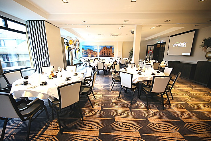 Brussel Decor and atmosphere This warmly decorated hotel is accessible to every type of guest. Be surprised by the completely renovated hotel Akersloot. From business meeting rooms to a cozy hotel bar.  Locat