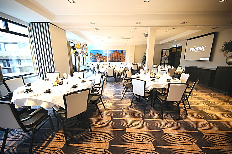 Madrid + Milaan Decor and atmosphere This warmly decorated hotel is accessible to every type of guest. Be surprised by the completely renovated hotel Akersloot. From business meeting rooms to a cozy hotel bar.  Locat