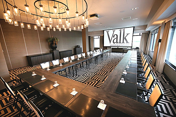 Europa 2 Decor and atmosphere This warmly decorated hotel is accessible to every type of guest. Be surprised by the completely renovated hotel Akersloot. From business meeting rooms to a cozy hotel bar.  Locat