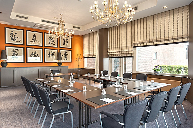 Emma + Juliana Meeting rooms Emma and Juliana can be combined into one bigger meeting space. This space is suitable for any type of small meeting or event. You can host up to 40 people.   The surface of this space i