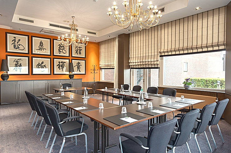 Juliana + Wilhelmina Meeting rooms Juliana and Wilhelmina can be combined into one bigger meeting space. This space is suitable for any type of meeting or event. You can host up to 60 people.  The surface of this space is