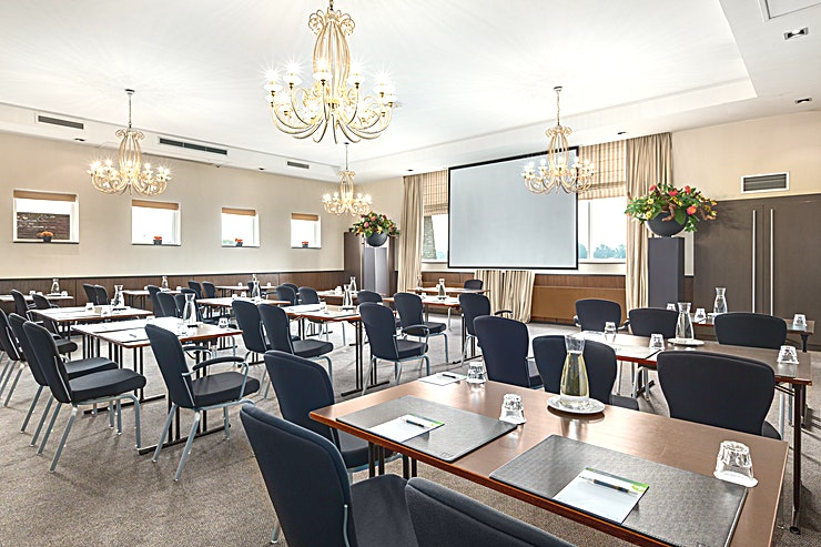 Sofia + Elizabeth Meeting rooms Sofia and Elizabeth can be combined into one bigger meeting space. This space is suitable for any type of meeting or event. You can host up to 60 people.  The surface of this space is 10