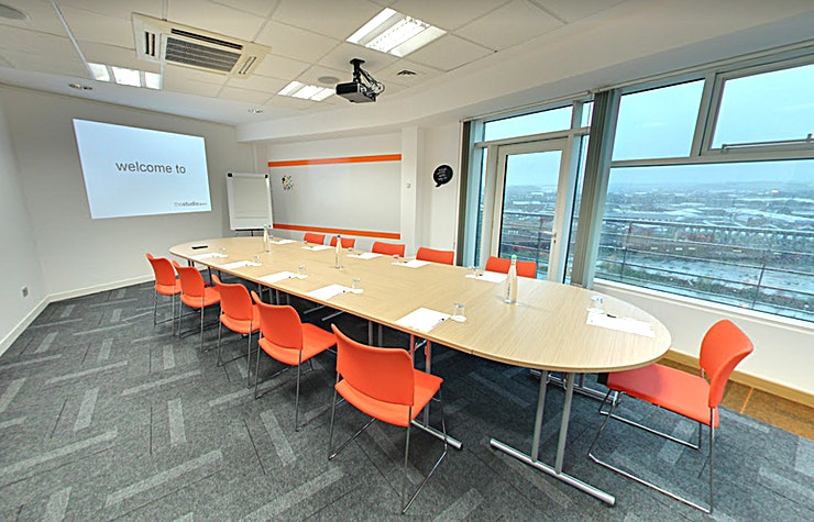 Look **Situated at the heart of the city, just a hop, skip and jump away from all major transport links: thestudioleeds sits on the 7th and  8th floor offering 11 vibrant event spaces and stunning panoramic views of the city and countryside beyond. Guests also have direct access to a balcony where they can take in the view whilst enjoying some fresh Yorkshire air.**  Look is a larger event space perfect for groups of up to 16 boardroom or 20 theatre style. Look has  a working wall for creative input , access to the outdoor balcony and great views to inspire your guests and keep creativity at a maximum.