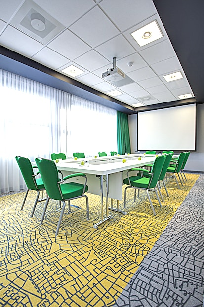 Harp The Harp room is conveniently located on the ground floor with natural daylight and air conditioning. The meeting measures 7.2 by 3.8 by 2.85 with an area of 28m², and is equipped with a projector, screen and flipchart.