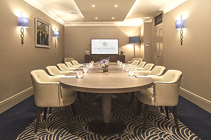 George III Located on the ground floor of the hotel, George 3rd has recently been refurbished to a very high standard. The luxurious decorative touches, quality British furnishings and statement art mural of Bri