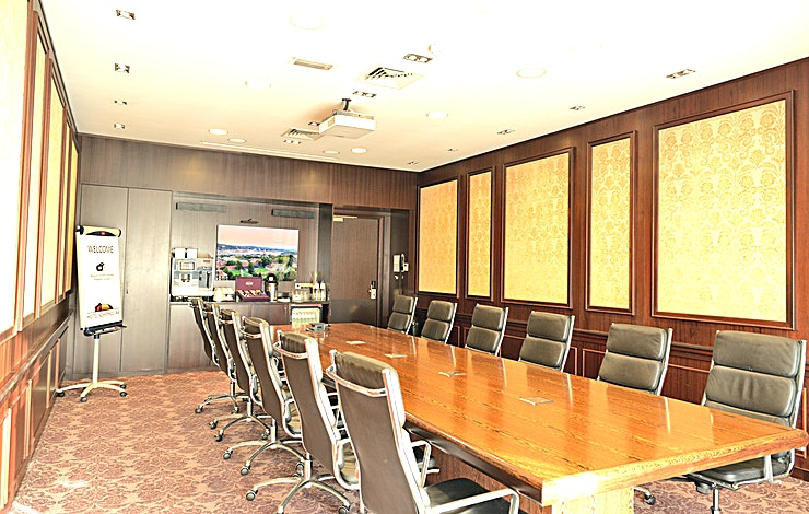 Oslo Hotel Schiphol A4 is the perfect location for organizing business meetings, conferences, seminars, trainings, product presentations and fairs. We provide the convenience of all modern amenities and pe
