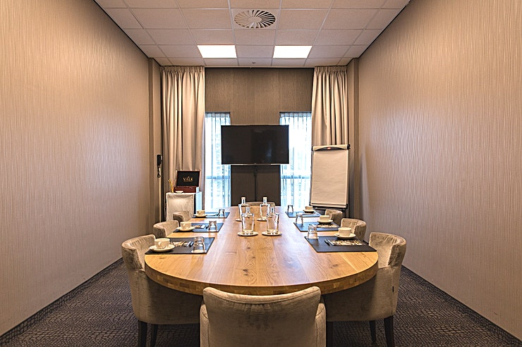 Londen The Van der Valk Hotel Rotterdam – Blijdorp has 4 luxurious boardrooms, suitable for meetings with 2 to 20 persons and 3 multifunctional (conference) rooms for groups, consisting of 300 persons max. T