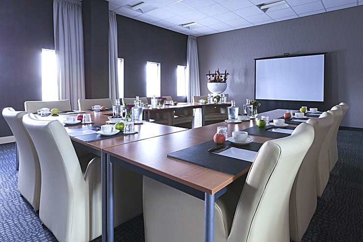 Rome The Van der Valk Hotel Rotterdam – Blijdorp has 4 luxurious boardrooms, suitable for meetings with 2 to 20 persons and 3 multifunctional (conference) rooms for groups, consisting of 300 persons max. T