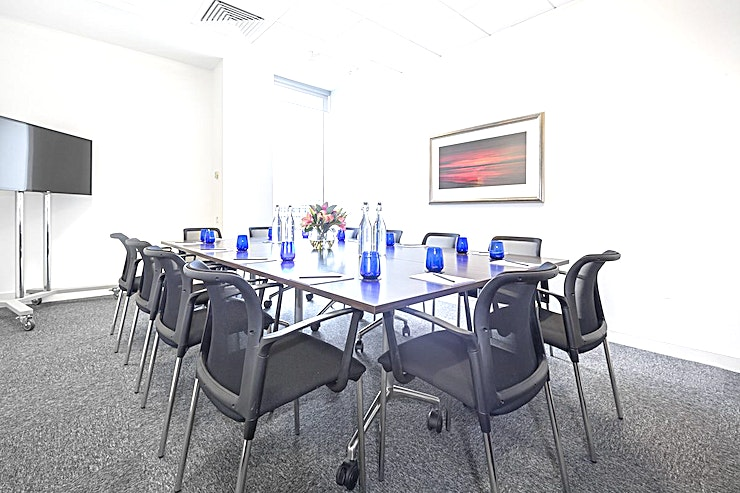 Midsummer **These modern meeting rooms are stylishly laid out, with a crisp modern décor that provides a contemporary, professional image. Some of the workspaces look out on neat landscaping and there is plenty to do nearby.**  This is a beautiful 12 person meeting room with natural daylight.  - Fully equipped, first-class building. - The central business district of Milton Keynes. - Situated within the sought after Vizion development close to the 'Hub'. - Plenty of convenient car parking.