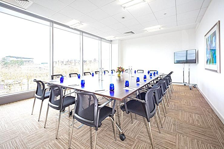 Silbury **These modern meeting rooms are stylishly laid out, with a crisp modern décor that provides a contemporary, professional image.**  Natural daylight 20 person meeting room, it is: - Fully equipped, first-class building. - In the central business district of Milton Keynes. - Situated within the sought after Vizion development close to the 'Hub'. - Situated with plenty of convenient car parking.