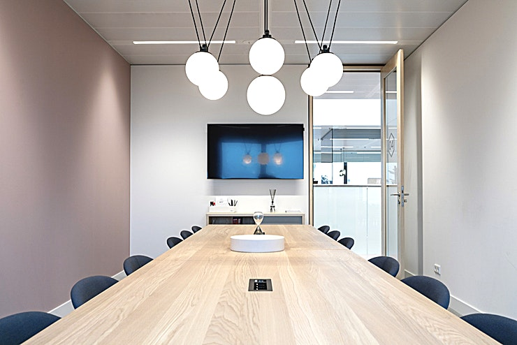 Meeting room 4 An inspiring environment where ideas develop, businesses build and relationships evolve. Spaces Schiphol is a creative place where you can work, check your email, and meet with clients. Situated close