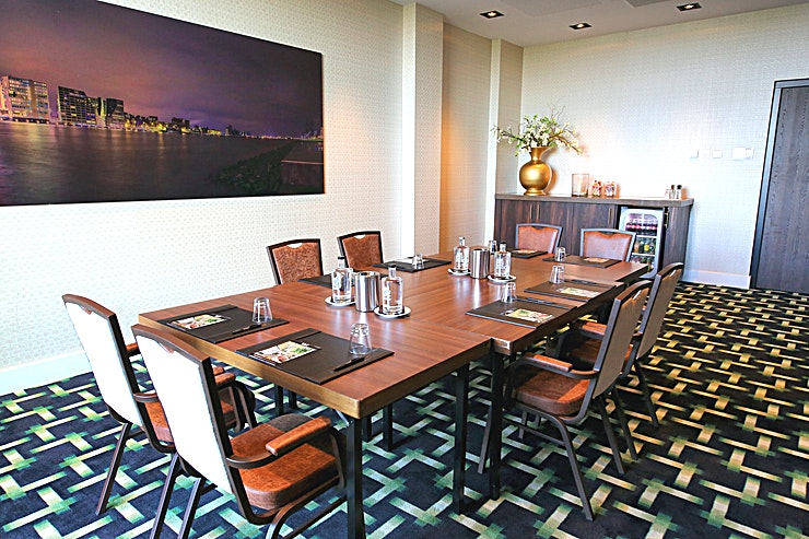 IJ 1 Due to its central location near Amsterdam, Hotel Oostzaan-Amsterdam is the ideal base for organizing a meeting, training, workshop, exhibition or conference! Hotel Oostzaan-Amsterdam has 13 multifunctional meeting rooms, which are equipped with the most up-to-date meeting and conference amenities. The modern meeting rooms all have daylight and airconditioning and can be set up in various ways. Furthermore, the hotel has 143 luxurious rooms, a buffet restaurant, an á la carte restaurant, a hotel bar, an indoor swimming pool with sauna and steam room, a ftness area, free parking and free Wi-Fi for all of our guests. We would like to think along with you about the preparation, implementation and execution of your event, so you can focus on your event without any worries. Our Banquet Sales department is located on the frst floor near the meeting rooms, where our employees will be happy to speak with you and will ensure that your event will be entirely in line with your wishes. For a personal clarifcation and/or tour around the hotel, we kindly ask you to make an appointment in advance. You can reach us by phone on 020-8207601 or by email on sales@oostzaan.valk.nl. We hope to welcome you soon at Hotel Oostzaan-Amsterdam! Management & staff Van der Valk Hotel Oostzaan-Amsterdam