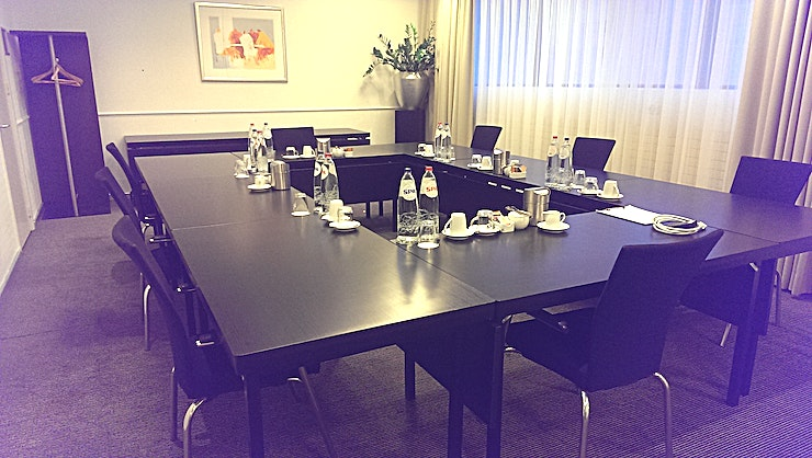 Allegro Allegro Spacious meeting room with daylight - 1st floor Surface 50m2 (10 x 5) Including free WiFi, (digital) flipchart and beamer with screen The flexibility of this room ensures that we can adapt the