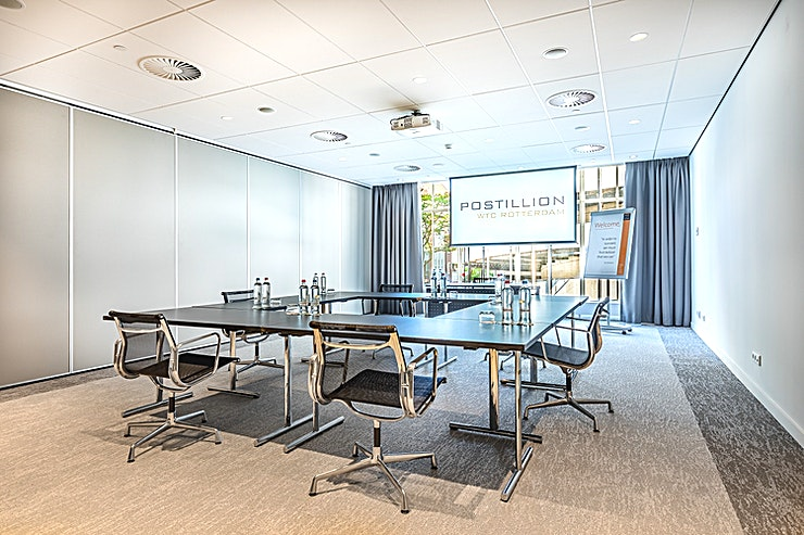 Penn Room II The meeting room is flexible and can be combined with meeting room Penn Room I. These meeting rooms are located at the ground floor and is equipped with plug & play. The recently renovated rooms with floor-to-ceiling windows provide a beautiful view of the inner city as the backdrop for your meeting.