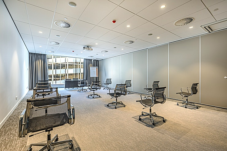 Penn Room I & II The meeting room is flexible and is here combined as meeting room Penn Room I & II. These meeting rooms are located at the ground floor and is equipped with plug & play. The recently renovated rooms with floor-to-ceiling windows provide a beautiful view of the inner city as the backdrop for your meeting.
