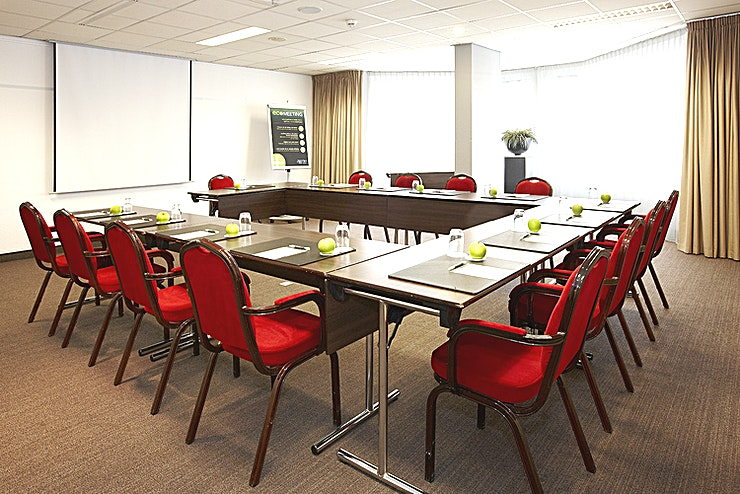 Kennemer 3 The Kennemer 3 room is ideal for small meetings up to 32 persons. The surface of this space is 56m2. The room is equipped with free Wi-Fi, air conditioning, a projector, high quality furniture, disabl