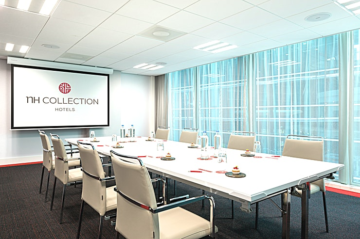 """Rotterdam **In meeting Space """"Rotterdam"""" you can host up to 45 people.** The total surface is 61m2 and the ceiling height is 2.40 meters. The room is equipped with free Wi-Fi, air conditioning, a projector, var"""