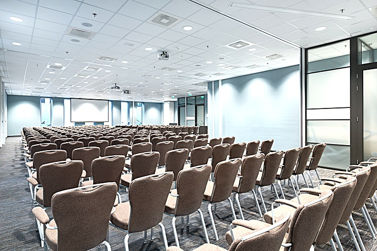 Amsterdam 3+4 Meeting rooms Amsterdam 3 and Amsterdam 4 can be combined into one larger meeting Space. It can host up to 200 people and it is the ideal location for different types of larger-sized business meetings
