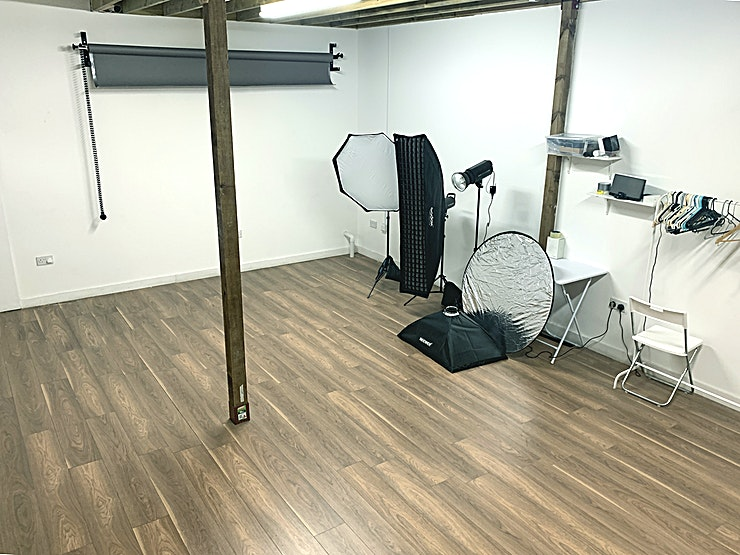 HM Photography Studios Space  **Hire HM Photography Studios Space equipped with everything you need to have a successful shoot Studio  located in Trendy Hackney Wick, London.**  Hiring the Studio doesn't mean yet another bright white shooting Space. It is a place to be creative, a place to express yourself. The studio is ready to be used for photography, videography or anything else you need a versatile Space for. The Space comes fully kitted and has loads of props and accessories available to you, plus the friendliest staff you will ever encounter!   STUDIO SPACE: 800 Sq Ft.  Very cheap rates 4 hours: £50 6 Hours: £70 Extras £15/hour. Lights Included in price.