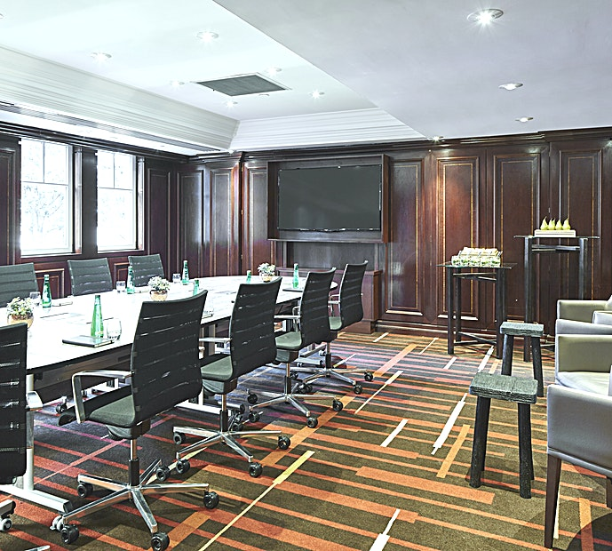 The Boardroom Located on the Mezzanine level adjacent to the Trevelyan Suite and a dedicated breakout Space.