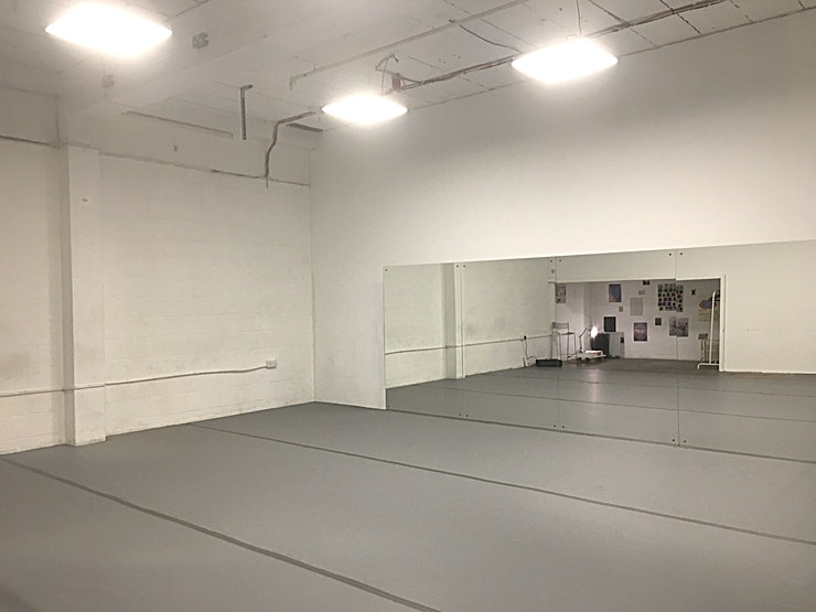 Ample Space **Room to Move.**  This intimate Space in the heart of Hackney Wick is adaptable to a wide range of purposes. Including:  - Dance and theatre rehearsals  - Dance an theatre classes - Photography - Fil
