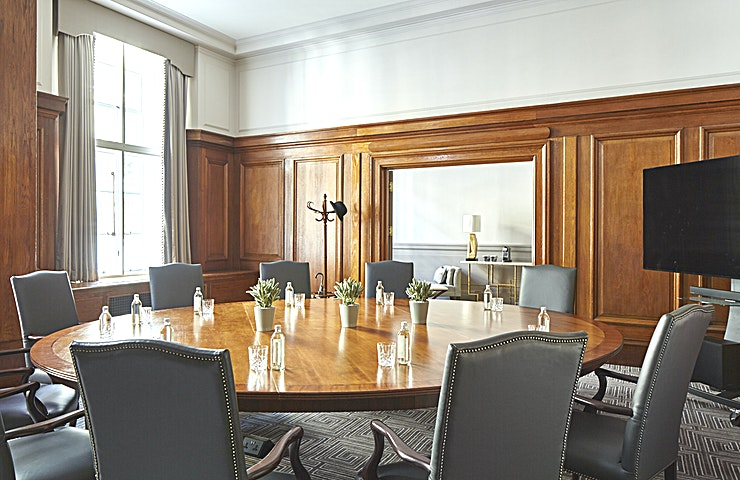 Boardroom Wood panelling makes it an ideal venue for a formal/informal meeting. It also benefits from the adjoining Lady Nathan room. Both rooms have separate break out areas.