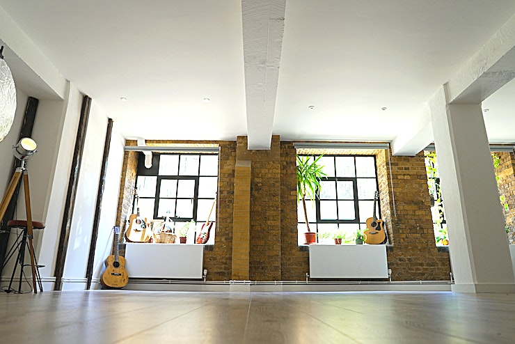 GOOT Studio Conveniently located in the heart of Dalston, two minutes away from Dalston Junction station, GOOT Studio welcomes all of your photo and video projects. Take advantage of 700ft² of warehouse conversio