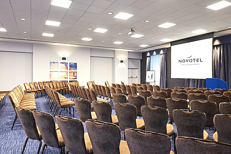 Hadham Accessible ground floor meeting room with natural daylight and black-out curtains. Has bi-folding doors with access to Roding and Albury. As one large Space can be used for exhibitions