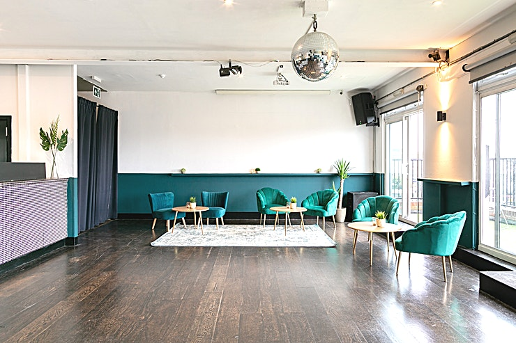 The Gallery  The Gallery room is our largest private hire Space.  The ideal indoor / outdoor setting with sliding doors spanning the length of the room and opening up onto a large, private balcony. With a private