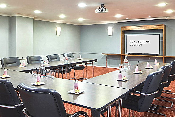 Seminar Room Our 2 most popular spaces conveniently positioned adjacent to the gardens and conference foyer.  7x7.4x2.3 m - 51.8 sq m.   Completely versatile and serviced by the Marriott Meeting Services App.  Lun