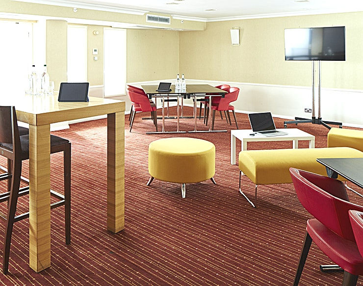 The Phantom One section of the Sir Henry Royce Suite, perfectly positioned off the conference foyer with natural day light and the exceptional service through the Marriott Meeting Services App.  6x12x3 m - 72 sq