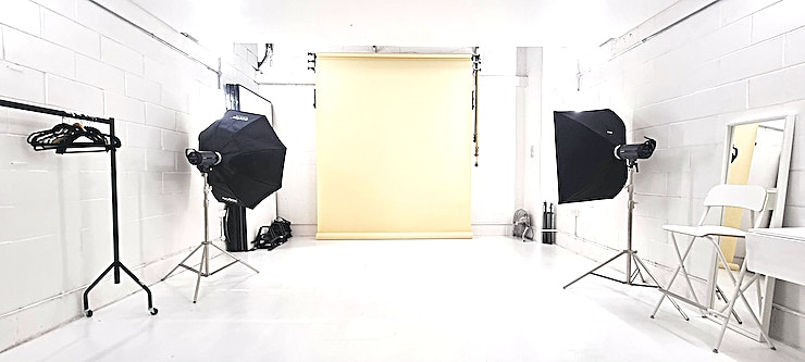 Daylight / Blackout/ Video / Photo Studio - White Space 1 of 2 Located in Trendy Hackney Downs-East London. Nearby stations- Hackney downs & Rectory road.  We can fit prices as close as we can to your budgets , just ask!  Lighting equipment included in price & cr